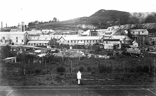 Waihi Battery photographed from the tennis court. Middle left shows the concrete B&M tanks under construction, dating the photograph at c.1909. HP Barry Album 1, WACMA.
